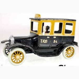 Bing-19872-Fahrzeuge-Oldtimer-Limousine-mit-Taxi-Bemalung-mit-Uhrwerk-und-Fahrer-schwarz